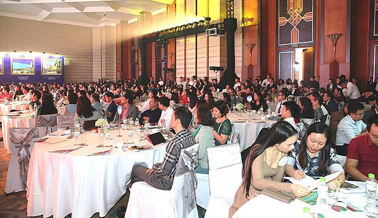 Các nhà đầu tư tìm hiểu về tiềm năng kinh tếở Nam đảo Ngọc.