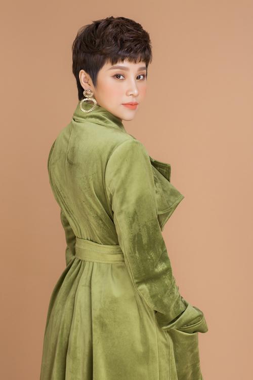 Là một doanh nhân thành công trong lĩnh vực kinh doanh, nhưng ít ai biết Uyên Hồ từng theo đuổi nghệ thuật ở cả hai lĩnh vực âm nhạc và điện ảnh từ những năm 2010.