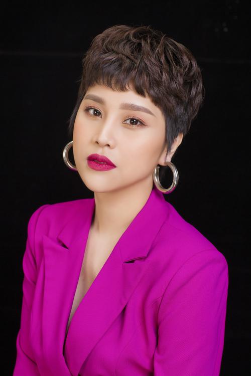 Uyên Hồ được biết đến là một trong những nữ doanh nhân thành đạt ở lĩnh vực kinh doanh sản phẩm số. Cô chú trọng theo đuổi những dự án tốt đẹp, nhân văn để có thể truyền lửa đến với mọi người.