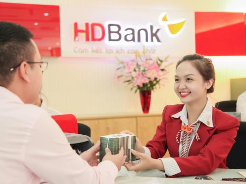 Giao dịch tại quầy của HDBank.