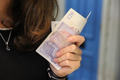 Nợ nần có thể là vấn đề khó trong mối quan hệ vợ chồng và cần giải quyết sớm. Ảnh minh hoạ: Pixabay