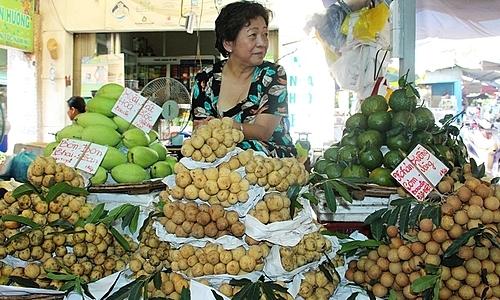 Trái cây Việt bán tại chợ Bà Chiểu. Ảnh: Hồng Châu