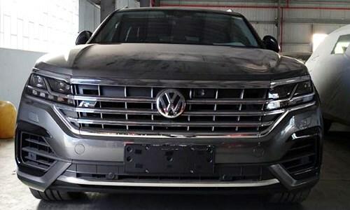 Chiếc Volkswagen có bản đồ đường lưỡi bò đang được thu giữ niêm phong tại cảng Cát Lái. Ảnh: TCHQ.
