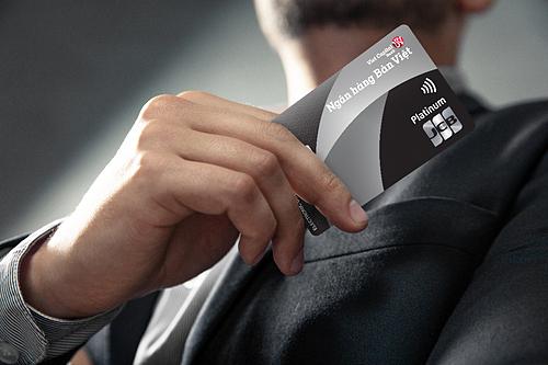 Thẻ hạng mức Platinum của ngân hàng Bản Việt với nhiều đặc quyền ưu đãi.
