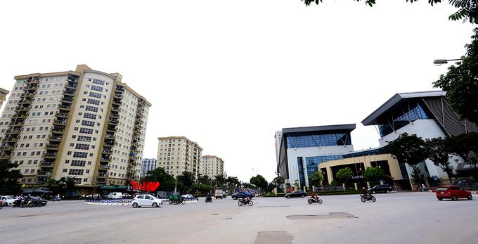 đường Lê Đức Thọ (Mỹ Đình 2), nằm cạnh sân vận động Quốc gia Mỹ Đình và Trung tâm thể thao quốc gia.