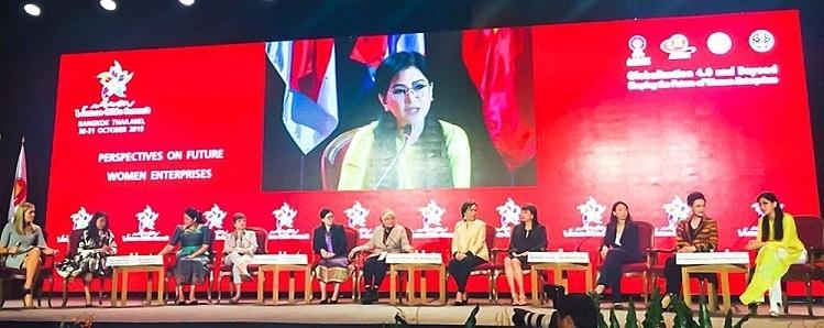 Bà Thủy Tiên (bìa phải) chia sẻ về vai trò, cơ hội và thách thức với nữ giới khi tham gia thương trường.
