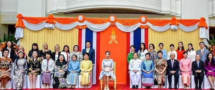 Tổng giám đốc IPPG (hàng ghế trước, thứ hai từ trái sang) chụp ảnh lưu niệm cùng Công chúa Thái Lan Mahavajrarajadhita (giữa) và các doanh nhân khu vực ASEAN.