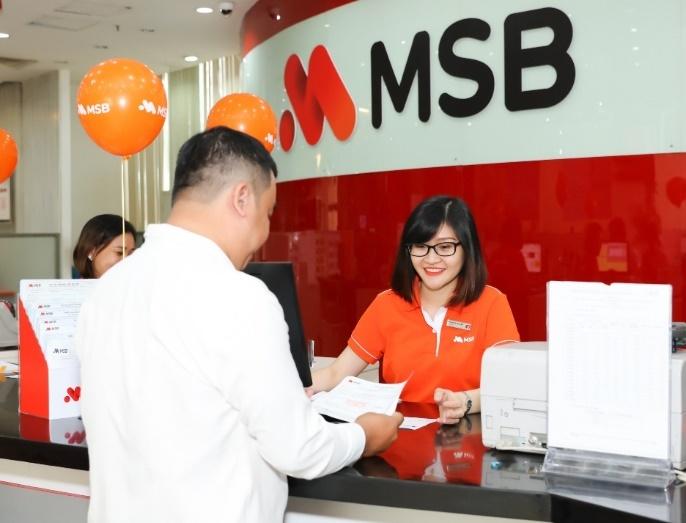 Khách hàng giao dịch tại MSB.