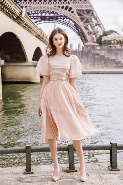 Một mẫu thiết kế trong bộ sưu tập mới của cửa hàng thời trang tại TP HCM được chụp tại Paris, Pháp. Ảnh: NVCC