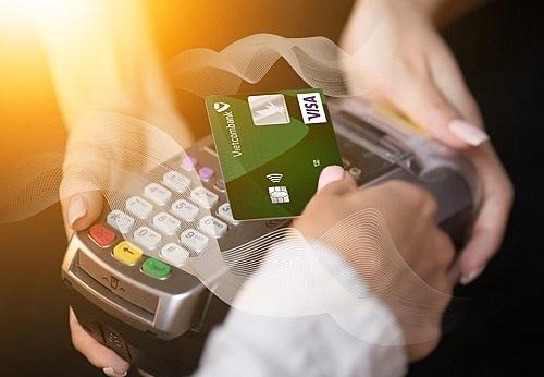 Hai sản phẩm hưởng nhiều ưu đãi là thẻ tín dụng và thẻ ghi nợ quốc tế Vietcombank.