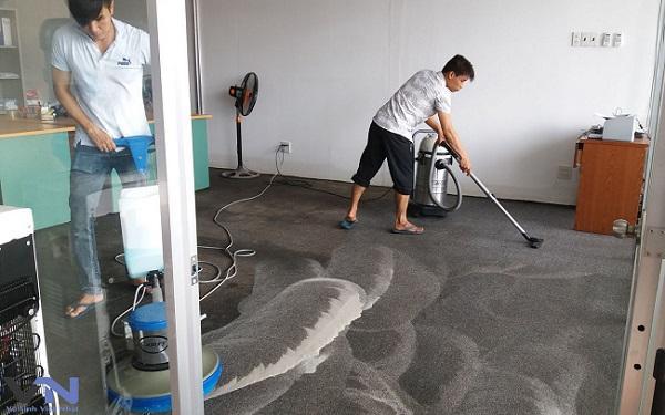 Bạn có thể chọn dịch vụ vệ sinh công nghiệp để làm sạch từng ngóc ngách trong căn nhà.