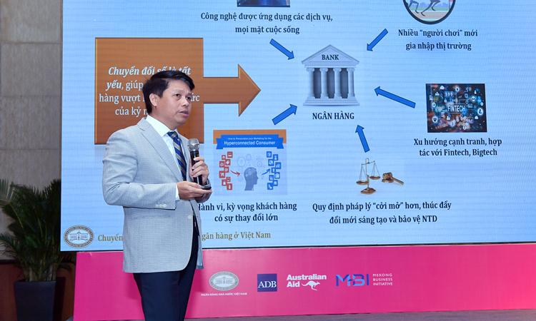 Ông Phạm Tiến Dũng, Vụ trưởng Thanh toán phát biểu tại sự kiện sáng 8/11. Ảnh: SBV