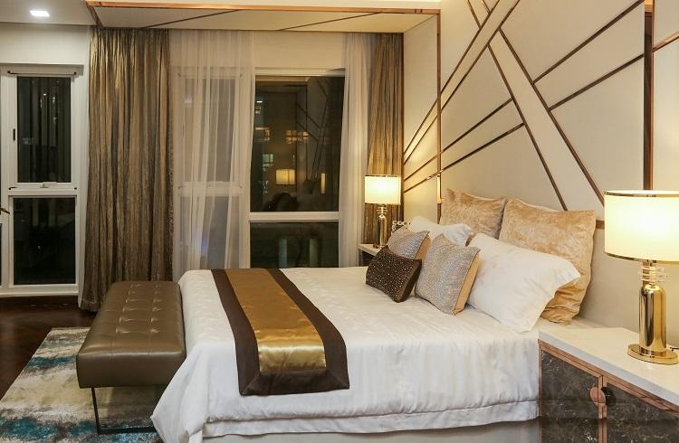 Phòng ngủ lớn của biệt thự mẫu biệt thự cảnh quan Happy Valley Premier với thiết kế sang trọng. Ảnh: Quỳnh Trần.