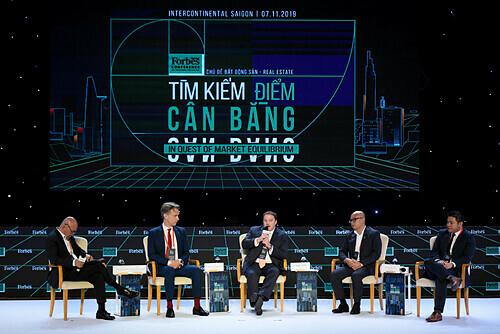Các chuyên gia thảo luận tại buổi hội nghị diễn ra ngày 7/11. Ảnh: Forbes Việt Nam