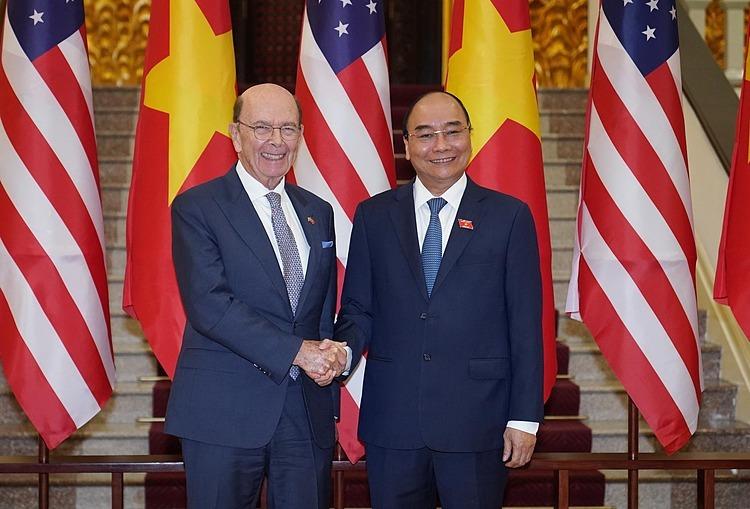 Bộ trưởng Thương mại Mỹ Wilbur Ross và Thủ tướng Nguyễn Xuân Phúc. Ảnh: Giang Huy