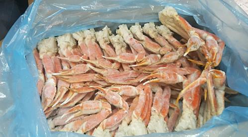 Chân cua tuyết được một cửa hàng hải sản nhập về Việt Nam. Ảnh: HSPN.