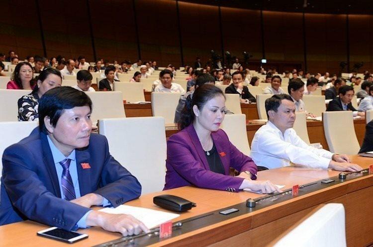 Các đại biểu Quốc hội biểu quyết thông qua Nghị quyết về kế hoạch phát triển kinh tế xã hội năm 2020 sáng 11/11. Ảnh: Ngọc Thắng.