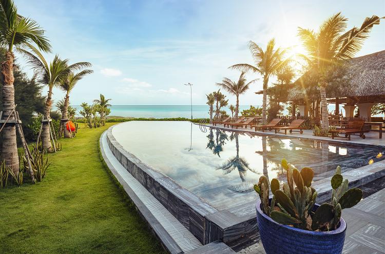Động lực hạ tầng và sự tham gia đầu tư của các doanh nghiệp bất động sản góp phần thúc đẩy du lịch Phú Yên. Ảnh: Stelia Beach Resort.