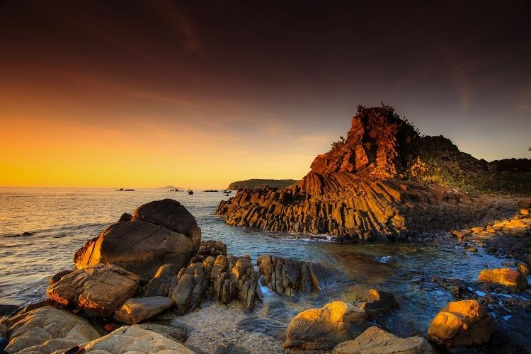 Ghềnh Đá Dĩa, một trong những địa danh nổi tiếng tại Phú Yên. Ảnh: Quanh Nguyen Vinh.