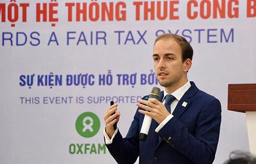 Ông Johan Langerock, chuyên gia Oxfam tại diễn đàn ngày 13/11. Ảnh: VEPR