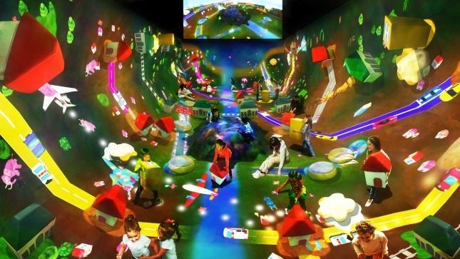 Việc sử dụng công nghệ VR phát triển các tiện ích giải trí cho trẻ nhỏ sử dụng nhiều tại các khu giải trí Universal, Disneyland... tại Singapore, Nhật Bản. Đến thời điểm hiện tại, Sunshine City Sài Gòn là một trong những dự án bất động sản đầu tiên tại TP HCM đưa công nghệ hiện đại này về phát triển thành các tổ hợp vui chơi cho trẻ nhỏ.