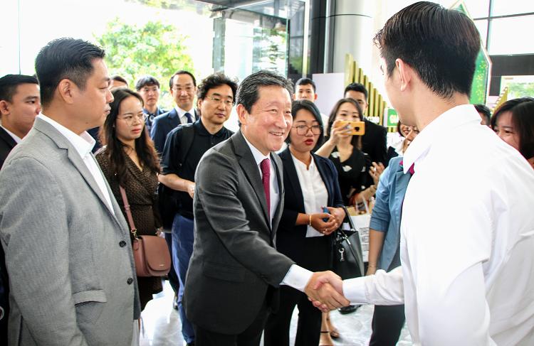 Phái đoàn Hiệp hội Doanh nghiệp thành phố Daegu sang thăm và xúc tiến hợp tác dịch vụ y tế - du lịch với Tập đoàn Bất động sản Đại Phúc. Ảnh: TN.