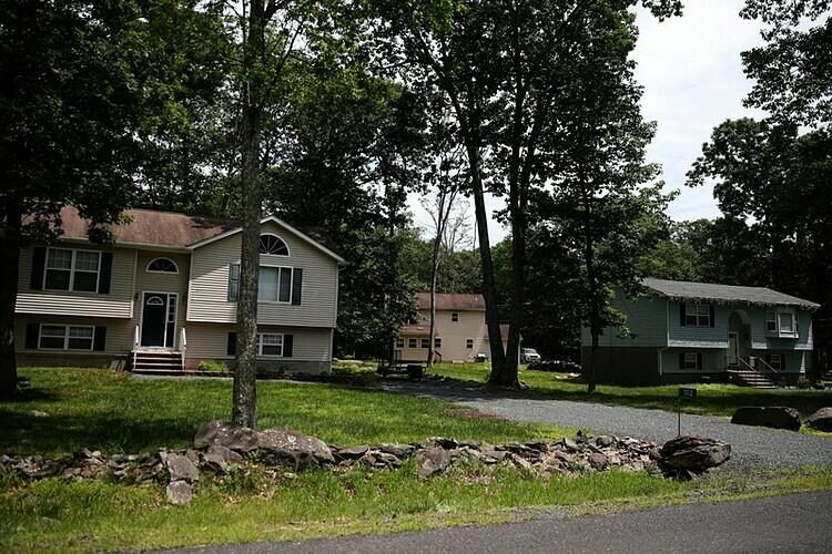 Một số căn nhà tại Pennsylvania (Mỹ). Ảnh: Reuters