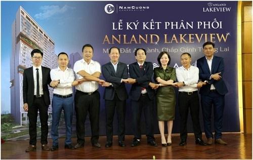 Đại diện tập đoàn Nam Cường và các đại lý tại buổi ký kết.