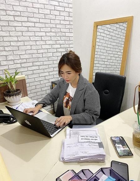 CEO Yoona Trinh của chuỗi thời trang, dịch vụ dành cho phái đẹp Yoona.