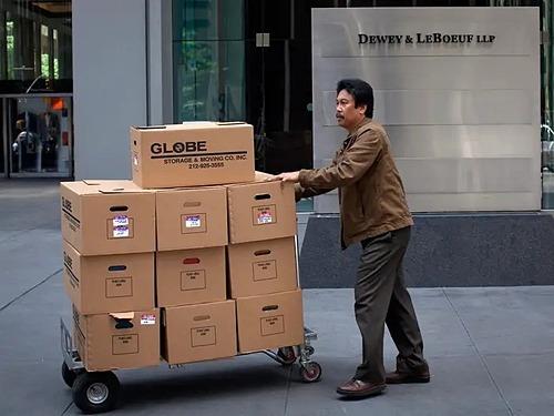 Tìm hiểu kỹ cơ hội mới trong khoản nửa năm nếu muốn tự nghỉ việc. Ảnh minh họa: Reuters