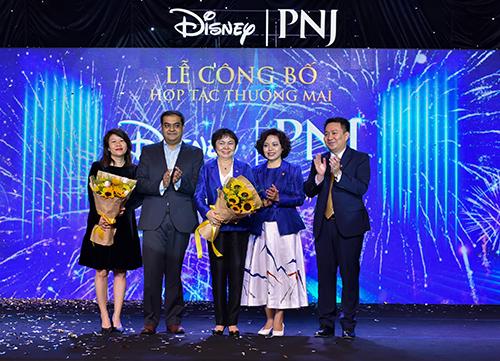Đại diện PNJ và đại diện Walt Disney tại lễ công bố hợp tác thương mại.