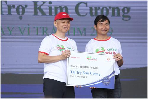 Đại diện công ty Vilai Việt (trái hay phải?)tại sự kiện Chạy vì trái tim 2019.