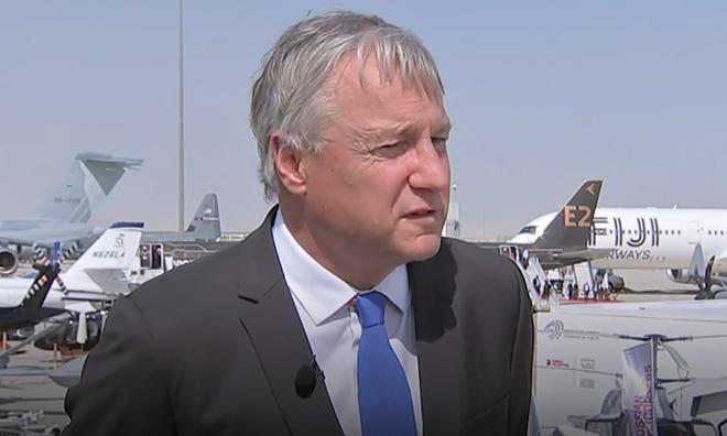 Giám đốc Thương mại Airbus Christian Scherer trả lời phỏng vấn tại Dubai Air Show. Ảnh: CNBC