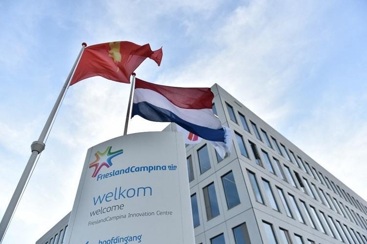Vương miện Hoàng gia của FrieslandCampina là bảo chứng cho chất lượng nguồn sữa chuẩn Hà Lan.