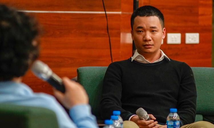 Nguyễn Hà Đông trongsự kiện tối 18/11 tại Bách khoa Hà Nội. Ảnh: Magestore.