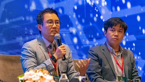 : Ông Robert Triệu, Giám đốc điều hành Kênh đại lý của Manulife Việt Nam tham gia thảo luận tại sự kiện