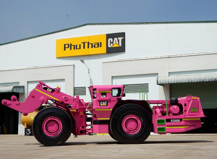 Máy xúc dùng cho hầm lò CAT R2900G được sơn hồng.