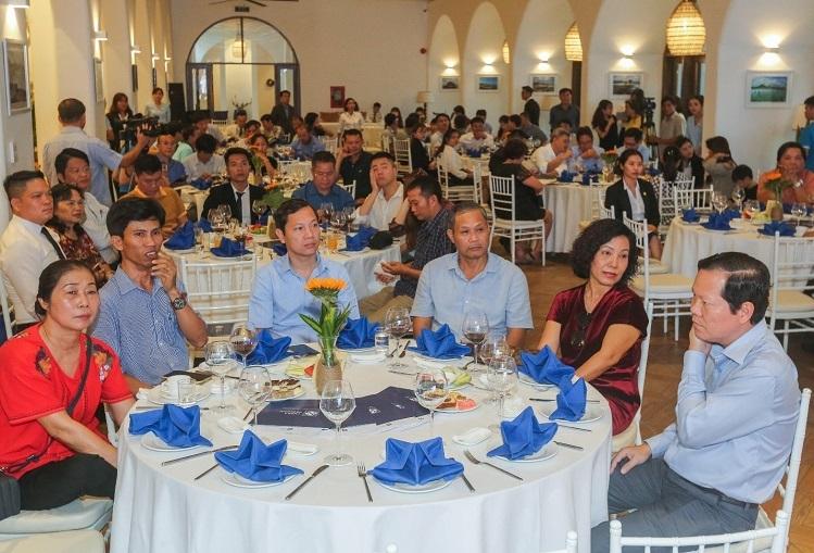 Hơn 100 khách hàng là nhà đầu tư tại địa phương và Hà Nội, TP HCM dự sự kiện công bố bảng giá Thera Premium đợt 1.