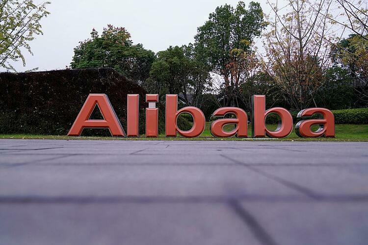 Bên ngoài trụ sở của Alibaba tại Hàng Châu. Ảnh: Reuters