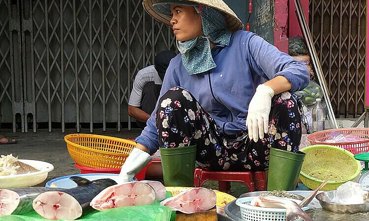 Thịt bò, tôm cá tăng theo giá heo