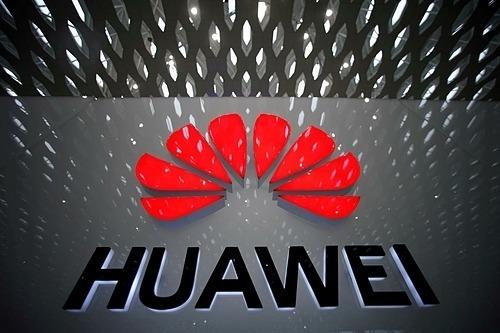 Logo hãng viễn thông Huawei (Trung Quốc) tại Sân bay Quốc tế Thâm Quyến. Ảnh: Reuters