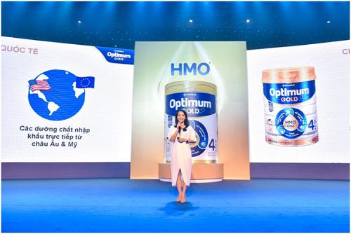 Đại diện Vinamilk trình bày tại buổi lễ ra mắt sản phẩm dinh dưỡng mới Optimum Gold 4.