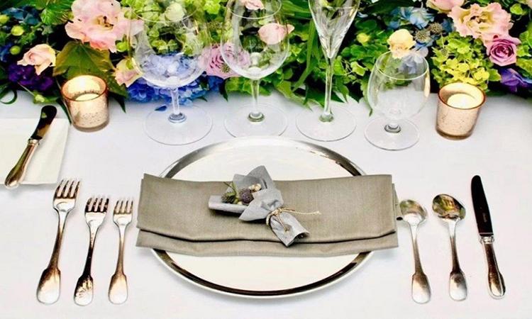 Cách sử dụng dao dĩa trên bàn ăn là một trong những khóa học thu hút giới nhà giàu Trung Quốc. Ảnh: SCMP