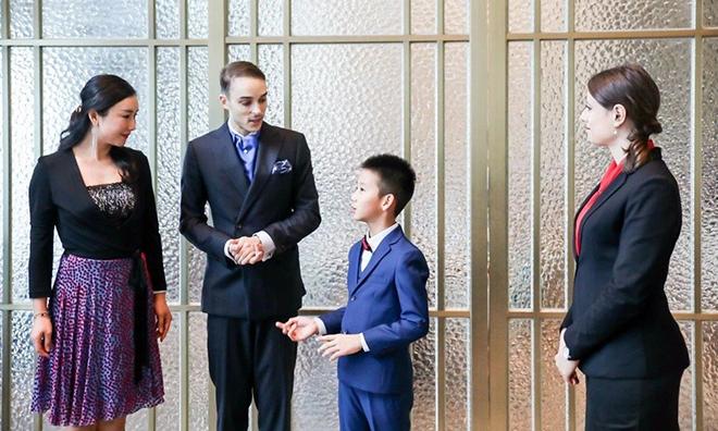 Con nhà giàu Trung Quốc được dạy nghi thức phương Tây rất sớm. Ảnh: SCMP