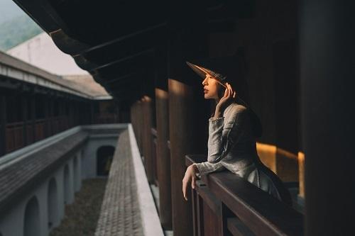 Đầu năm 2019, Thu Hoàng đạt ngôi vị Hoa hậu Áo dài với bộáo dài của nhà thiết kế Ngô Nhật Huy. Sau khi đăng quang, Thu Hoàng thường xuyên giới thiệu những bộ ảnh mới cùng trang phục áo dài để tôn vinh vẻ đẹp của phụ nữ Việt Nam.