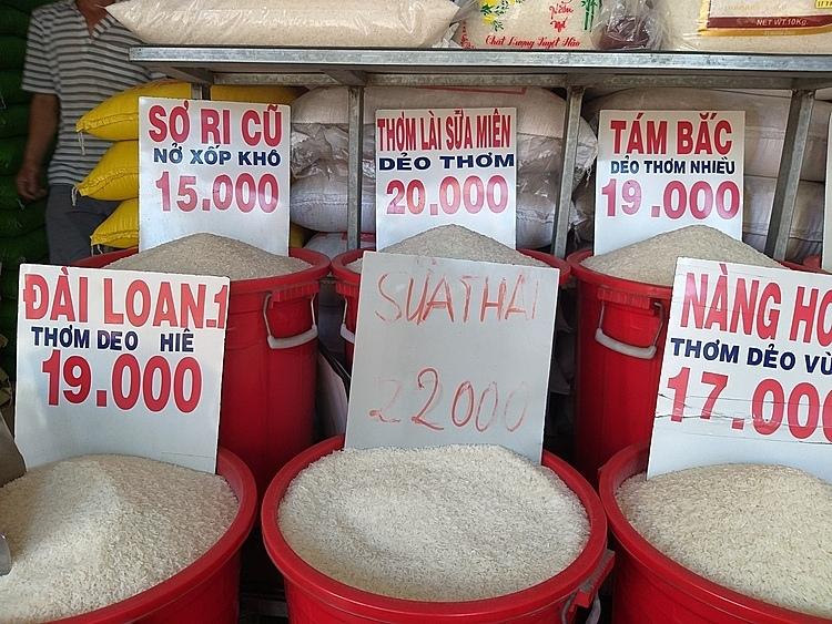 Gạo được cho là ST25 khi trưng bày cửa hàng để Sữa Thái để tránh quản lý thị trường. Ảnh chụp tại cửa hàng gạo ở Gò Vấp.