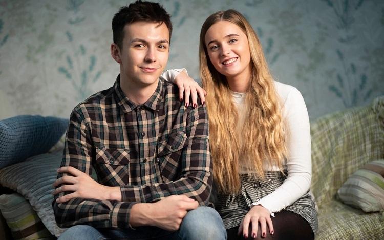 Harry Seaton và bạn gái Annie ngoài hai mươi tuổi. Ảnh: David Rose/Telegraph.