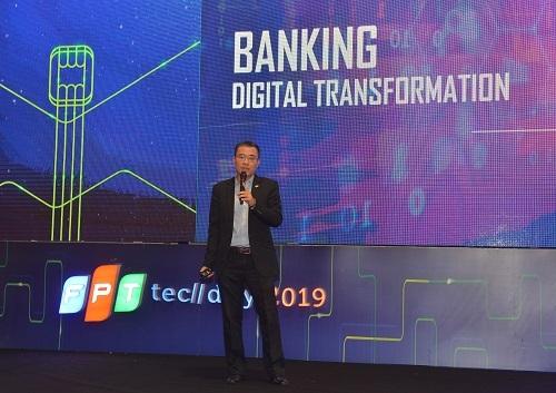 Ông Dương Dũng Triều, Chủ tịch HĐTV FPT IS trình bày các giải pháp chuyển đổi số ngân hàng tại FPT Techday 2019