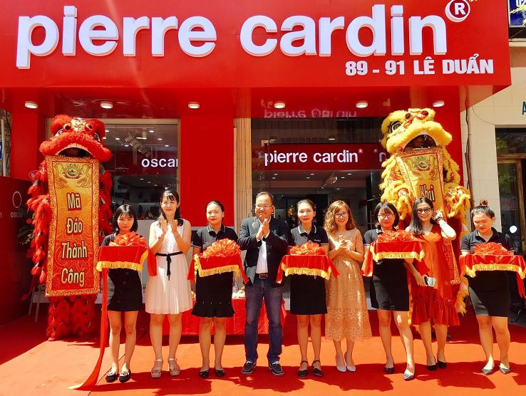 Đại diện Pierre Cardin tại sự kiện khai trương.