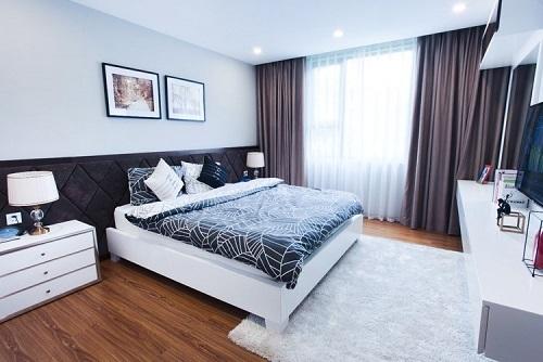 Không gian phòng ngủ bài trí theo phong cách tối giản.